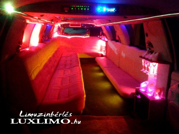 lincoln_navigator_limuzin_2012_budapest_by_night_07
